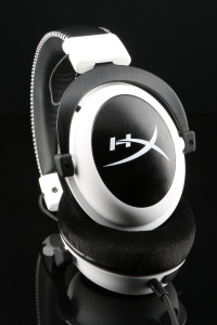 HyperX Cloud _white_Cloud_white-headset-folded_03_07_2014 10_40