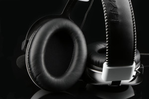HyperX Cloud _white_Cloud_white-headset-inside_earcup_03_07_2014 10_42